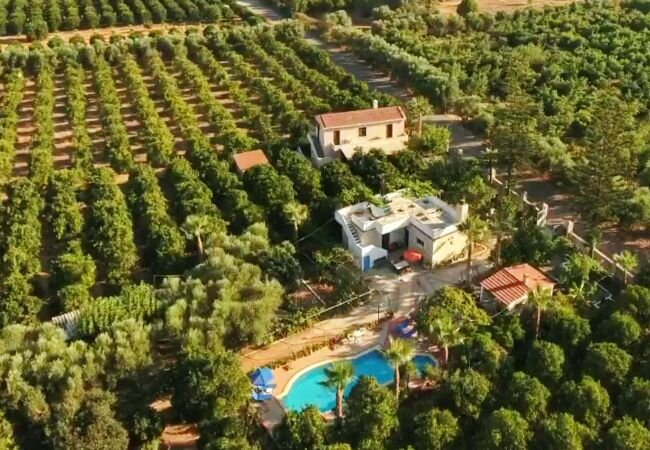 Varypetro Villa Sleeps 2 with Pool and Air Con - 5873684, location de vacances à Theriso