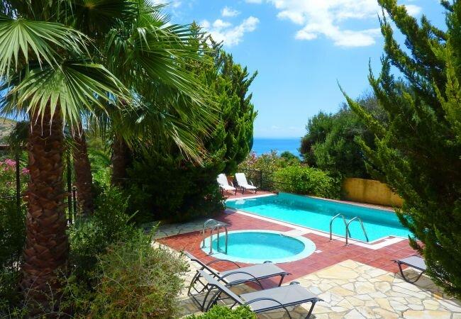 Kato Kateleios Villa Sleeps 7 with Pool and Air Con - 5873685, holiday rental in Katelios