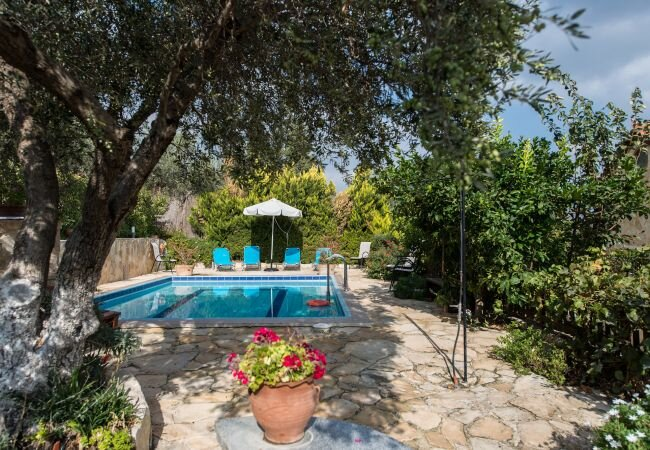Nerochori Villa Sleeps 5 with Pool and Air Con - 5873701, location de vacances à Macheri