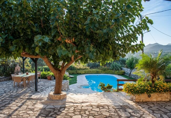 Petroulides Villa Sleeps 7 with Pool Air Con and WiFi - 5873703, vacation rental in Filippos