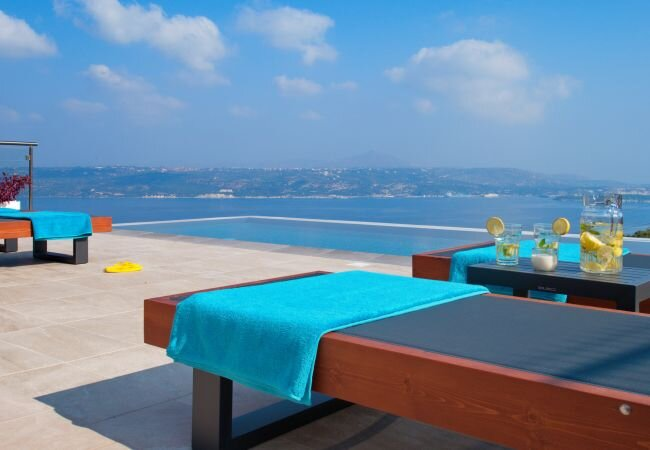 Zacharias Villa Sleeps 6 with Pool and Air Con - 5873726, holiday rental in Aptera