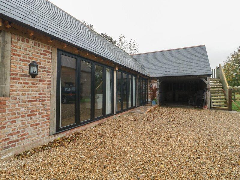 The Courtyard - Hilltop Barn, Wareham, holiday rental in Bere Regis
