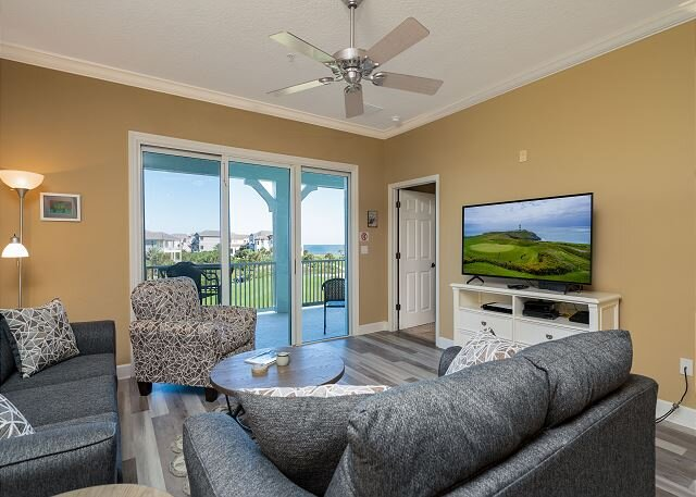 Stunning 4th Floor Signature Ocean and Golf Views - Unit 243!! New flooring!!, vacation rental in Palm Coast