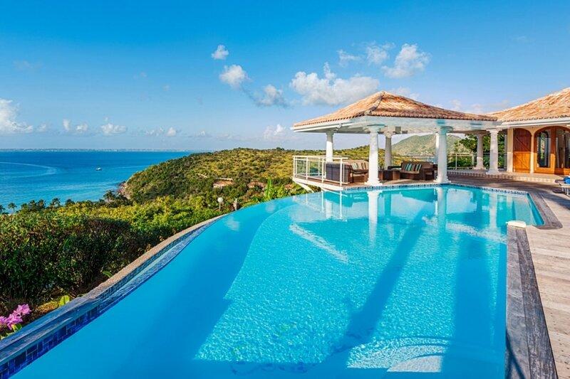 Villa Happy Bay | Beach View - Located in Tropical Happy Bay with Private Pool, aluguéis de temporada em La Savane