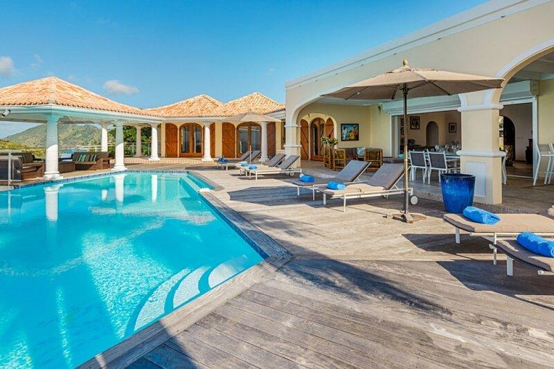 Villa Happy Bay | Beach View - Located in Beautiful Happy Bay with Private Poo, aluguéis de temporada em La Savane