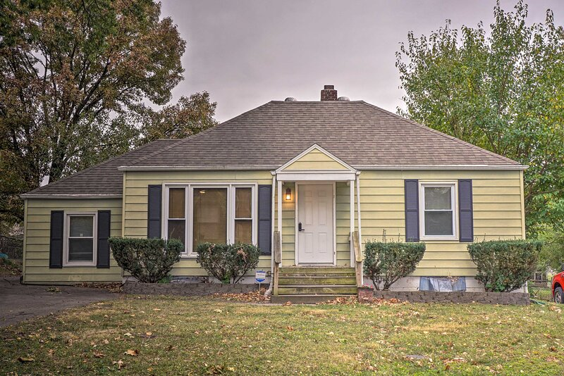 NEW! Quiet Kansas City Home ~6 Miles to Downtown!, holiday rental in Liberty