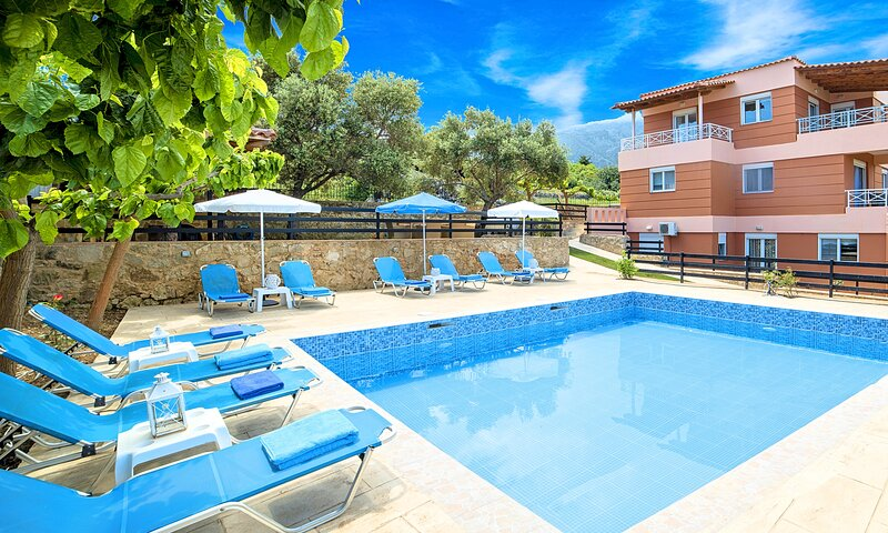 Aqua Mare Villa with Private Heated Pool, vacation rental in Kournas