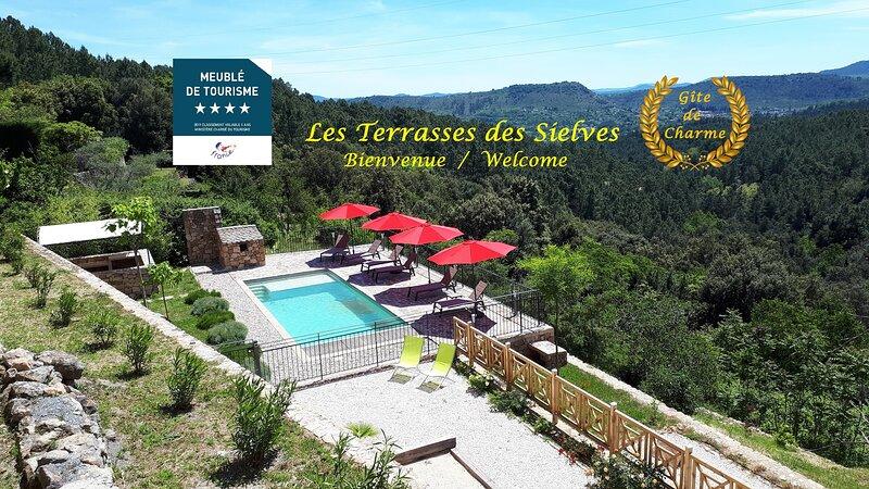 Gîte 4**** Les Terrasses des Sielves - Grande piscine privée et vue panoramique, vacation rental in Les Salelles