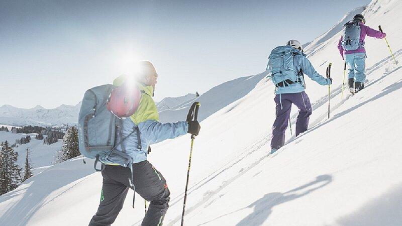 A TRADITIONAL ALPINE 240 SQM CENTRAL GSTAAD LUXURY, aluguéis de temporada em Gstaad