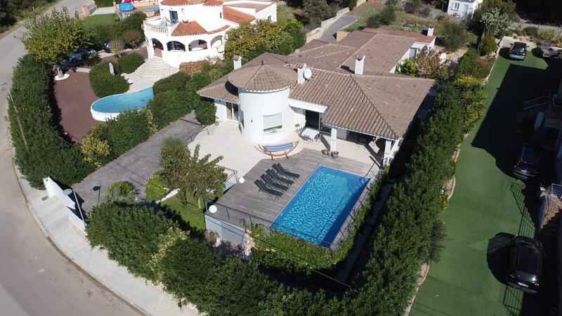 Villa moderna de 4 dormitorios y piscina privada, aluguéis de temporada em Pau