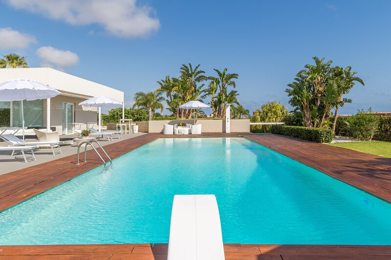 Anthea, villa with swimming pool and soccer field, holiday rental in Camemi