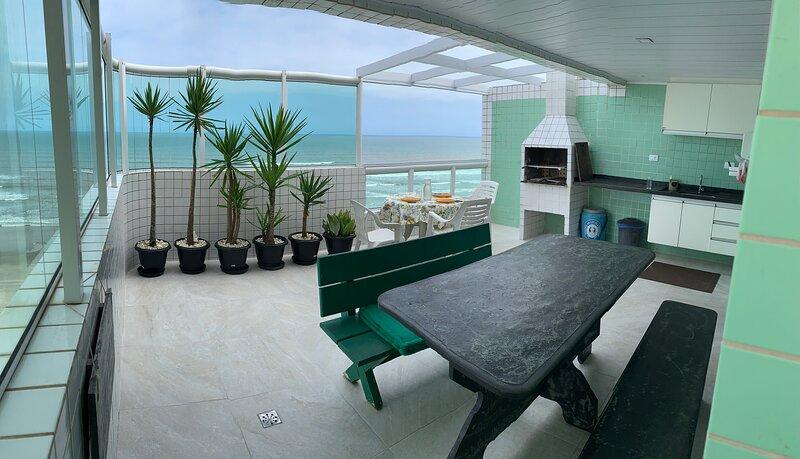 Cobertura Duplex  frente ao mar com amplo terraco gourmet, aluguéis de temporada em Praia Grande