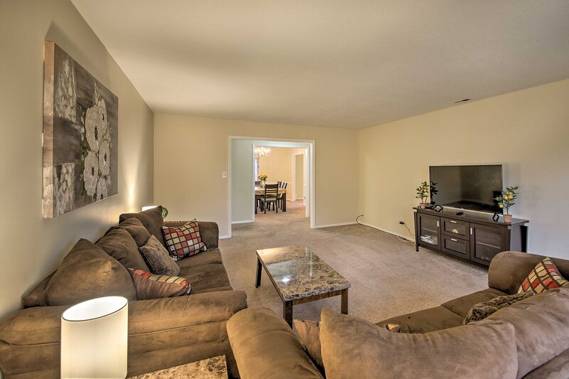 NEW! Indy Condo w/ Office < 3 Mi to Broad Ripple!, holiday rental in Carmel