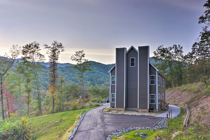 NEW! Spacious Mountain Escape near Mount Mitchell!, holiday rental in Marion