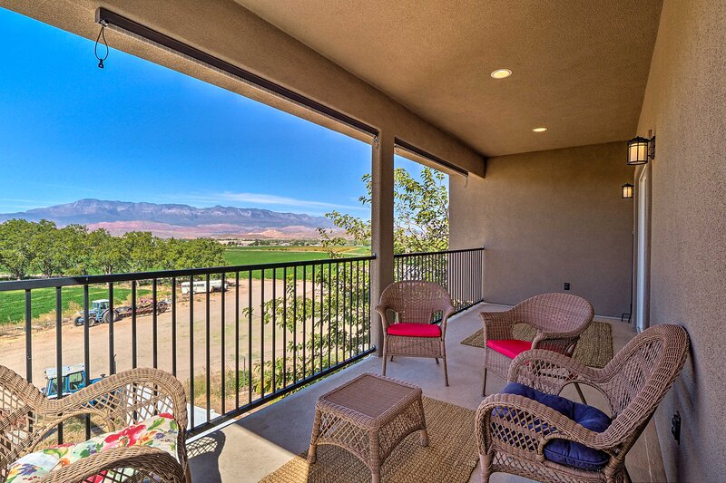 NEW! Hurricane Getaway w/ Views, 25 Mi to Zion!, holiday rental in Apple Valley