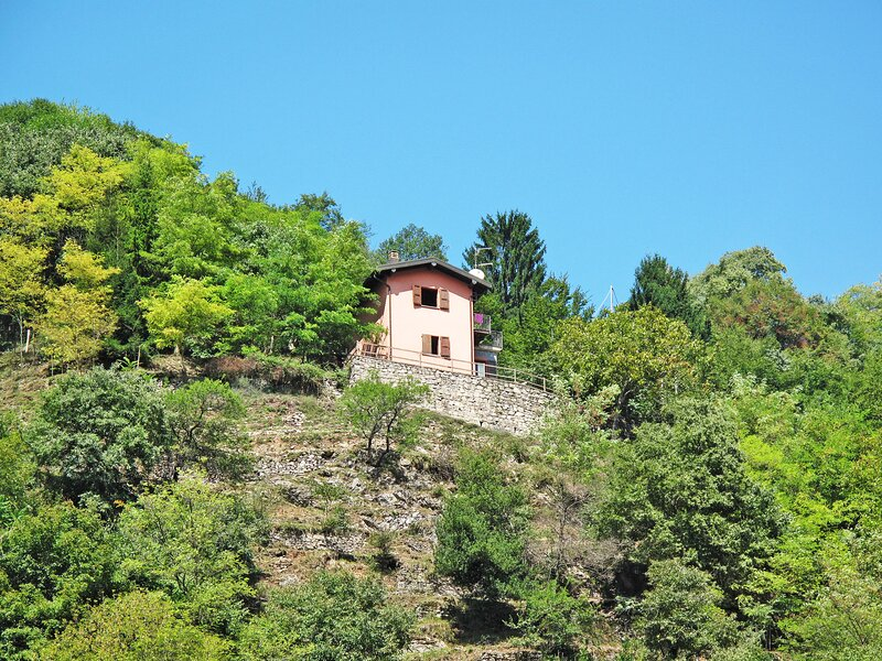 Ca' Rossa (PLZ140), location de vacances à Porlezza