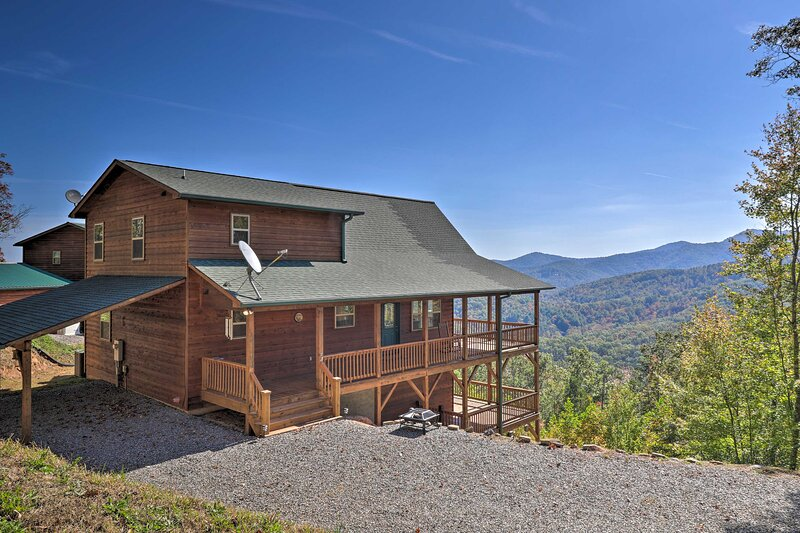 NEW! Unparalleled Mtn Views: Spacious Cabin in NC!, vacation rental in Coker Creek