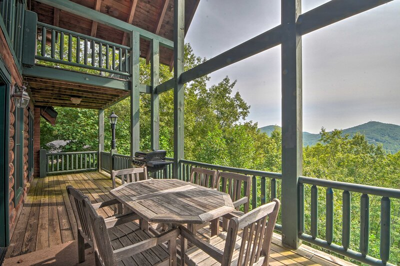 NEW! Expansive Sky Valley Lodge w/ Mountain View!, holiday rental in Sky Valley