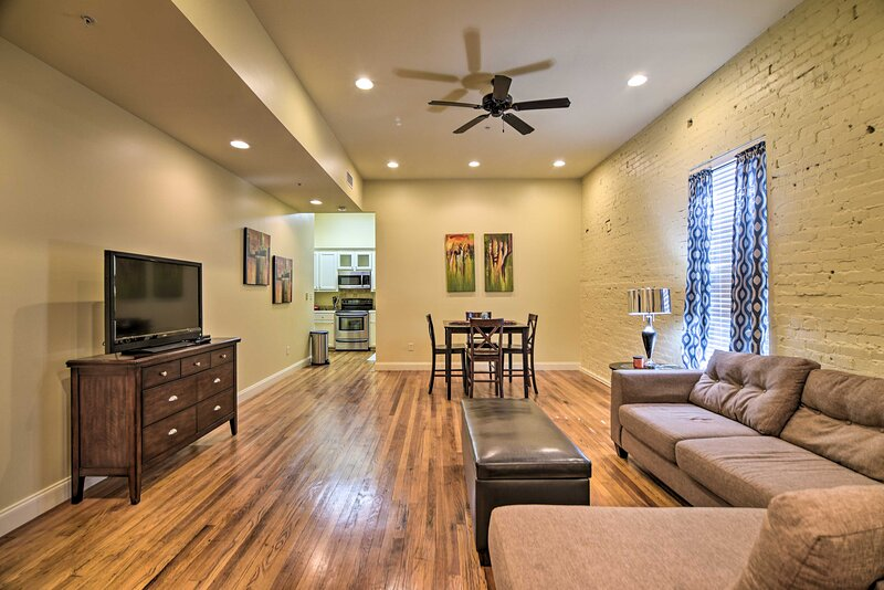 NEW! Modernized Dtwn Condo w/ Patio & Grill Access, vacation rental in Vicksburg