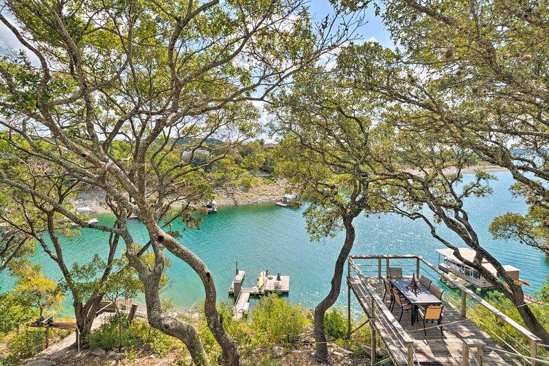 NEW! Spacious Lake Travis Home w/Waterfront Access, location de vacances à Volente