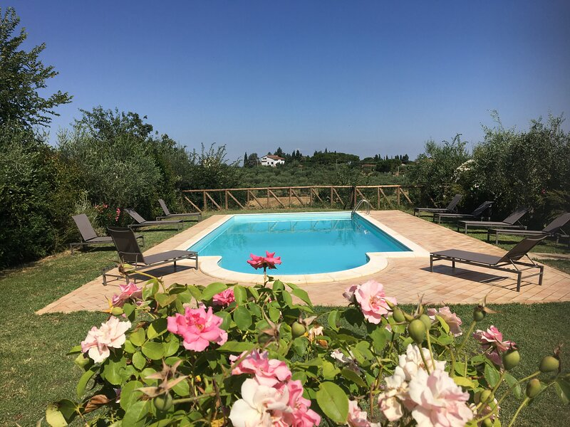 villa Lorenzo with private pool,air conditioning,bbq gazebo in Cortona, vacation rental in Montecchio della Pozzanghera