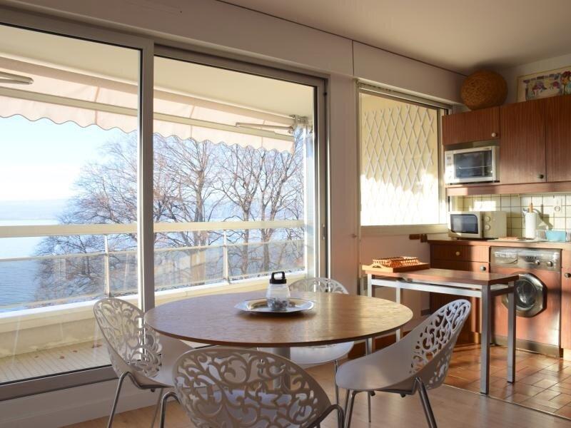 Spacieux studio avec grand bacon et magnifique vu sur le lac Léman., holiday rental in Evian-les-Bains