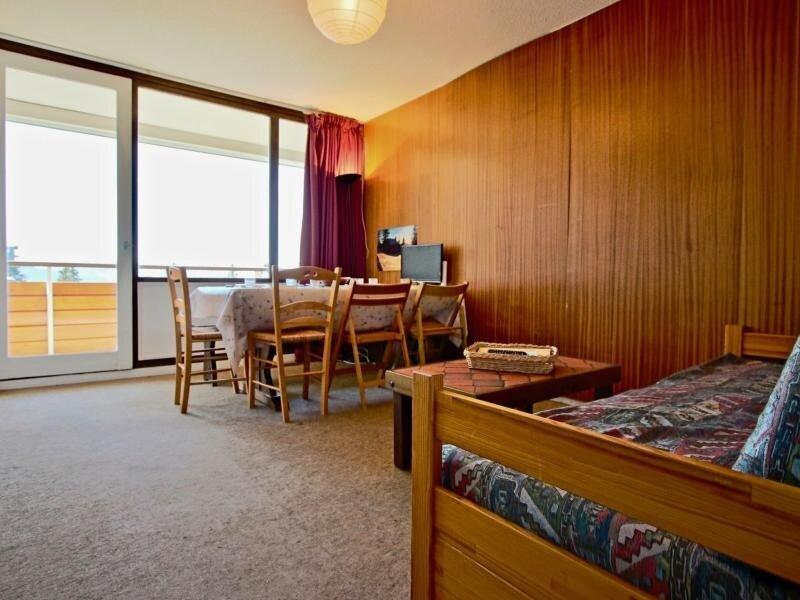 Appartement avec chambre séparé au 5ème étage avec balcon, holiday rental in Vizille