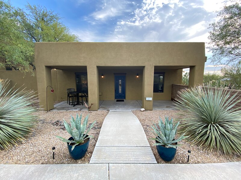 Gated Nature Retreat near Dove Mtn/Ritz-Carlton/Oro Valley/I-10 in NW Tucson, holiday rental in Red Rock