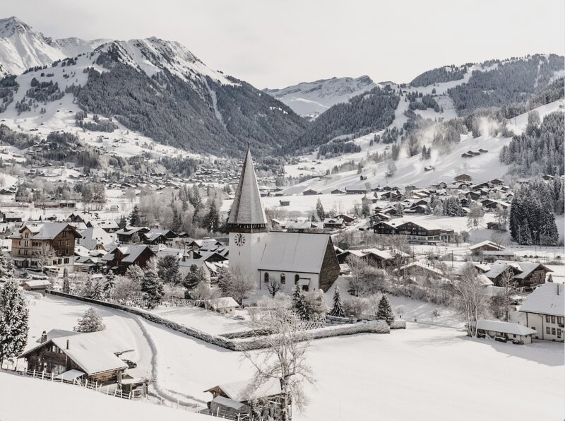 16TH CENTURY TRADITIONAL FARMHOUSE IN SAANENLAND, vacation rental in Saanen