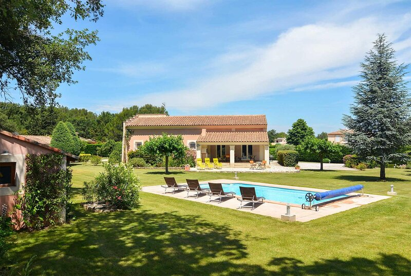 4 bed w/ large lawn, pool & children's play area, holiday rental in Coudoux