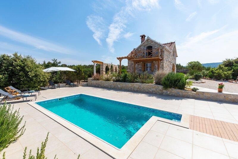Villa Tamara with private pool in Pučišća, holiday rental in Gornji Humac