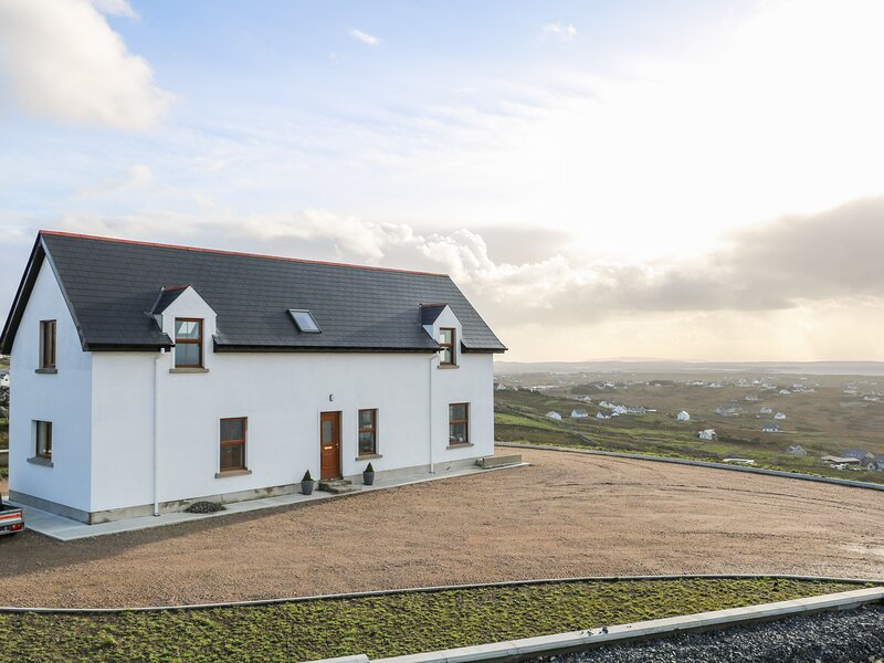 Horizon House, Derrybeg, County Donegal, holiday rental in Bunbeg