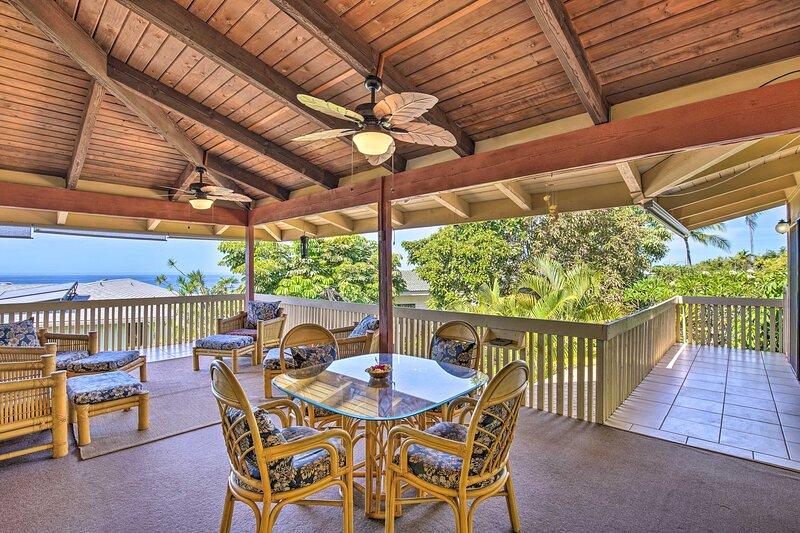 NEW! Breezy Coastal Refuge w/ Lanai + Ocean Views!, aluguéis de temporada em Holualoa