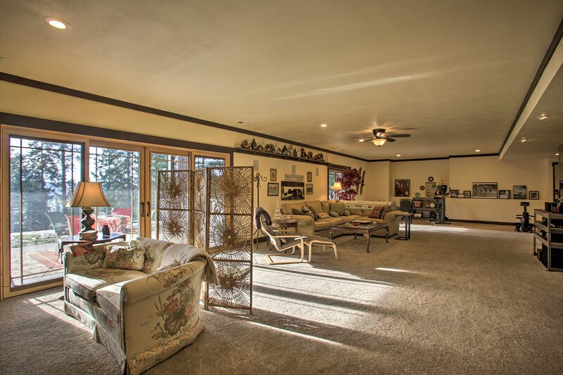 NEW! Lake-View Apartment w/ Patio & Gym Access!, holiday rental in Worley