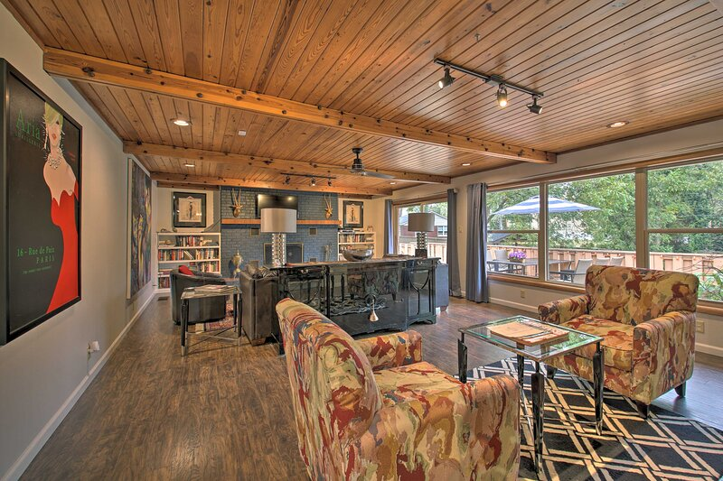 NEW! Expansive Home w/ Pool, ~ ½ Mile to Oaklawn!, holiday rental in Hot Springs