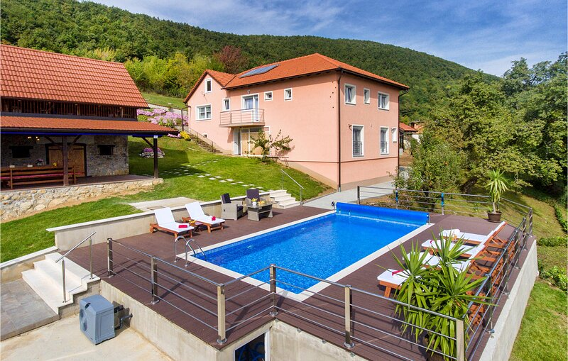 Amazing home in Kostanjevac with Outdoor swimming pool and 4 Bedrooms (CCC173), alquiler vacacional en Zagreb County