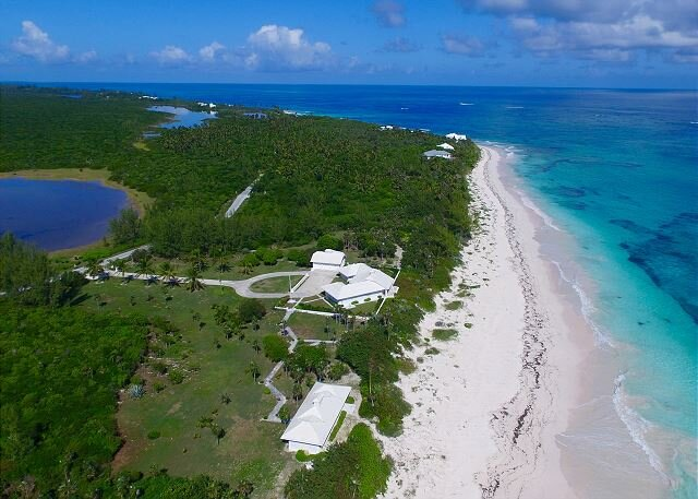 Secluded Beachfront Estate, 9 Acres & 725' of Private Frontage  NEW HTD POOL!, holiday rental in North Palmetto Point