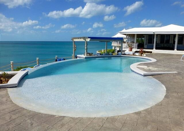CLIFF-TOP ESTATE WITH POOL, Spectacular Sunsets, Direct Caribbean Access, location de vacances à Rainbow Bay