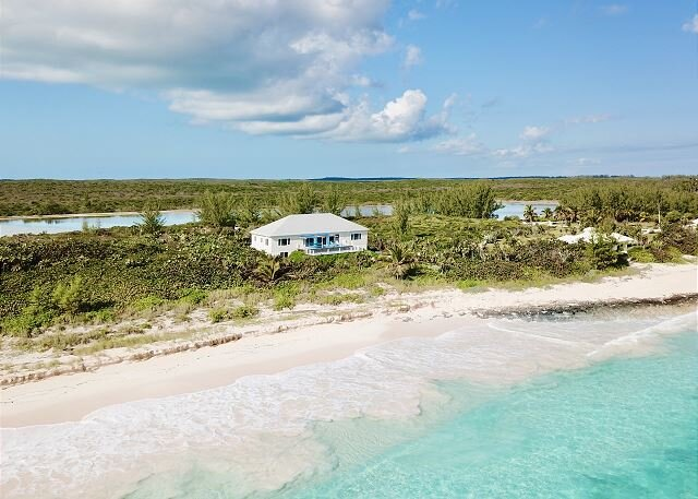 New Listing!  Private Estate on 2-Mile-Long Pink Sand Beach, holiday rental in North Palmetto Point