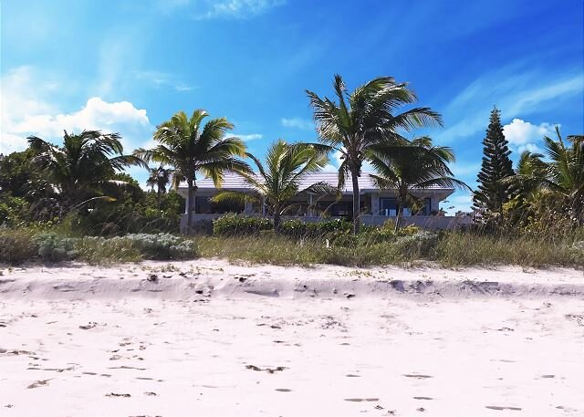 PRIVATE BEACHFRONT ESTATE WITH POOL ON MILES-LONG PINK-SAND BEACH, alquiler de vacaciones en North Palmetto Point