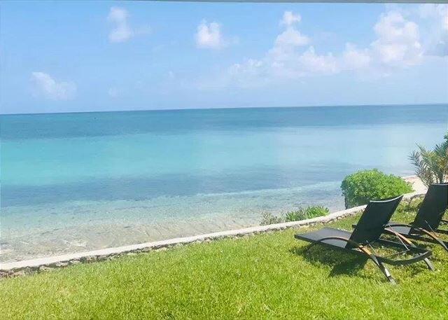 Charming Waterfront Cottage w/ Tropical Garden, Walk to Sandbar Bar and Grill, holiday rental in Saint Georges Island