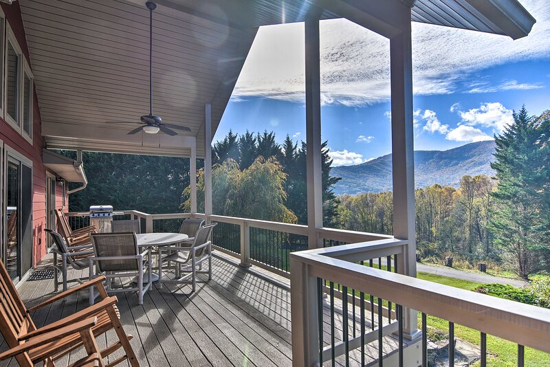 NEW! Tranquil 6-Acre Retreat w/Hot Tub & Mtn Views, alquiler de vacaciones en Swannanoa