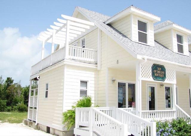 New 2-Bedroom Apt. In-Town Location, Walk to Stores, Restaurants, alquiler de vacaciones en Rock Sound
