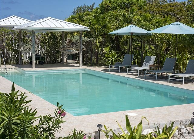 AS SEEN ON BAHAMAS LIFE! Newly Remodeled Windermere Beach House w/ Pool, Club, holiday rental in Tarpum Bay