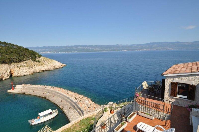 Bernardica - on cliffs above sea: H(6+2) - Vrbnik, alquiler vacacional en Vrbnik