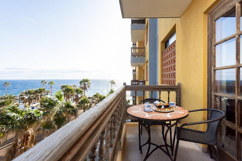 Home2Book Caletillas Beach Naiguata,Wifi & Terrace, location de vacances à Brillasol