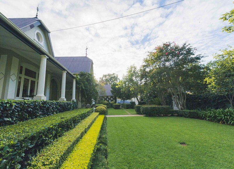 Lovely Guesthouse in Pretoria welcoming you on a spacious room with Breakfast, vacation rental in Centurion
