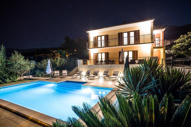 Split villa Dalmatica - Luxurious Croatian villa up to 12 people, aluguéis de temporada em Kamen