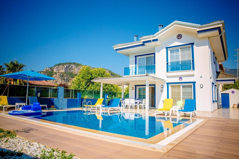 Dalyan 4 bedroom villa with annex sleeps 9 private with pool, holiday rental in Koycegiz