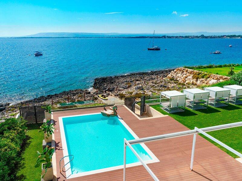 Plemmirio Villa Sleeps 8 with Pool Air Con and WiFi - 5872359, location de vacances à Plemmirio
